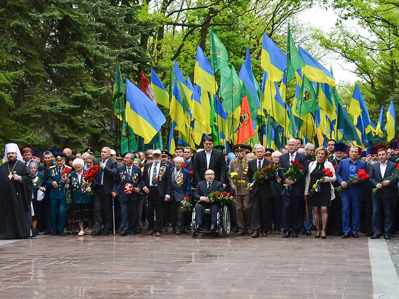 На Мемориале Славы почтили память погибших во Второй мировой войне