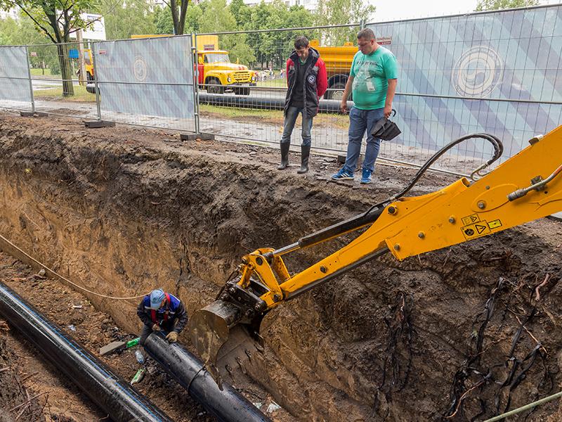 По улице Тракторостроителей проводят замену водопроводных труб методом санации