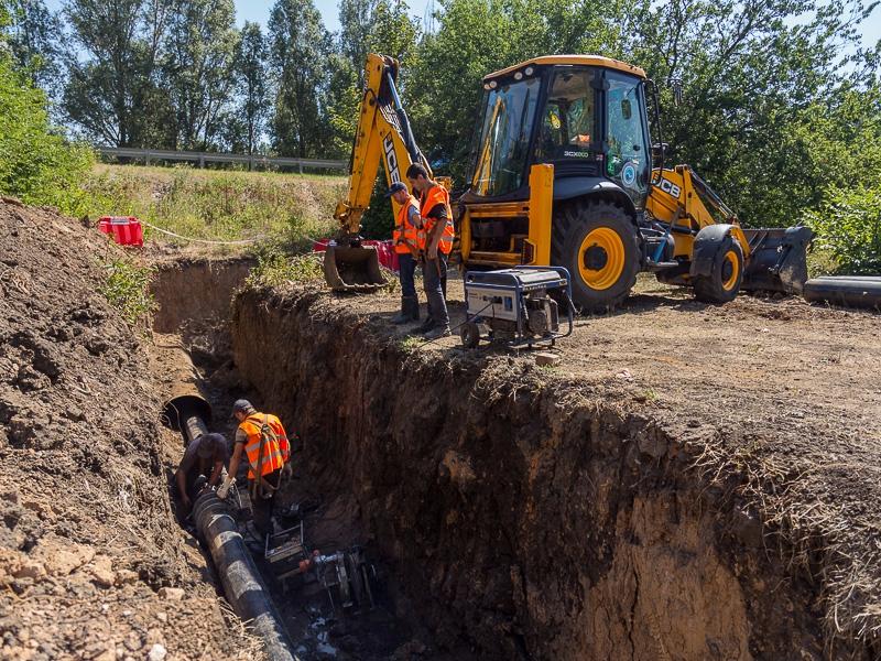 В Индустриальном районе проводится замена трубопровода, соединяющего два микрорайона