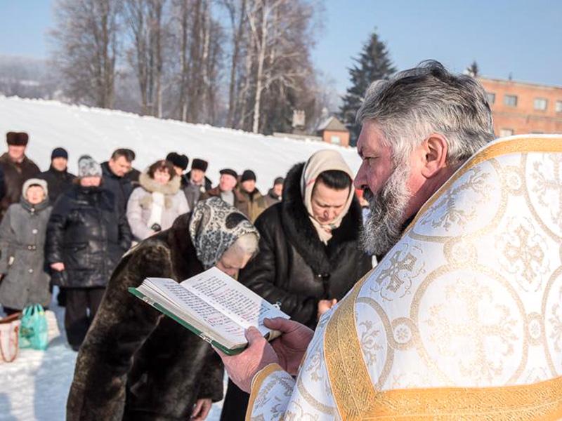 На комплексах водоподготовки «Донец» и «Днепр» освятили воду, которая поступит в дома харьковчан