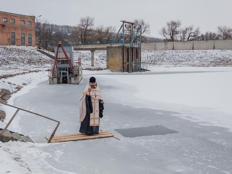 На комплексах водоподготовки «Донец» и «Днепр» освятили воду, которая поступает в дома харьковчан